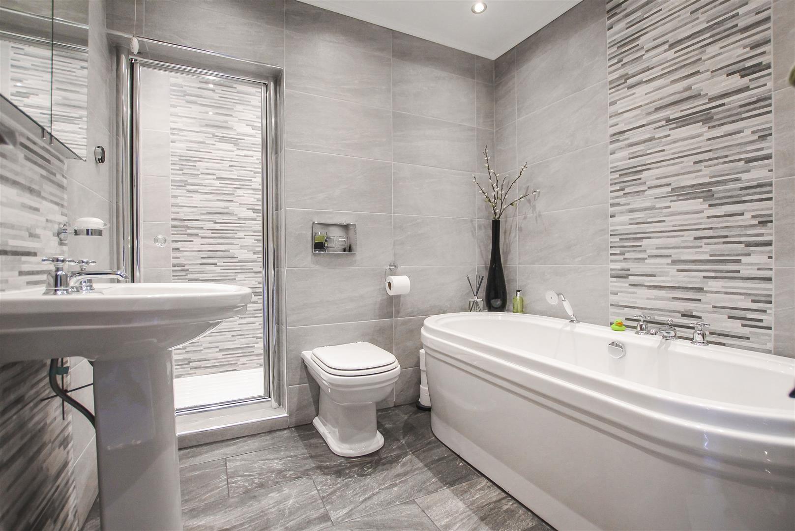 3 Bedroom Cottage For Sale - Bathroom